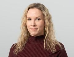 Porträttbild Eva Savolainen. Foto.